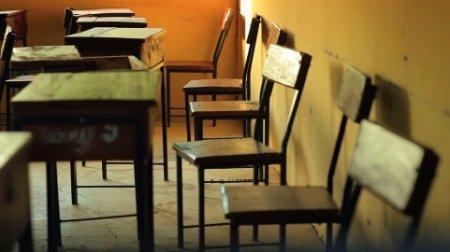 دانلود فوتیج نیمکت های خالی مدرسه