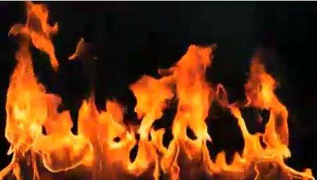 دانلود فوتیج slow motion شعله های آتش از پایین صفحه