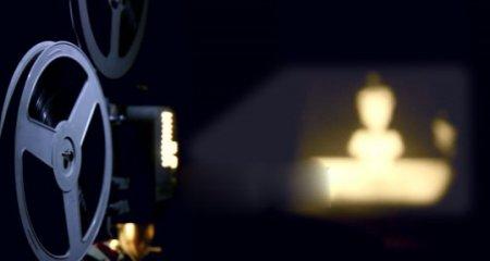 دانلود فوتیج نمایش فیلم توسط ویدیو پروژکتور قدیمی
