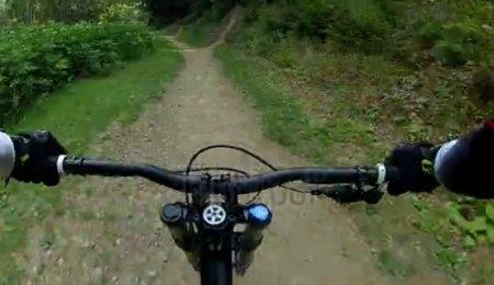 دانلود فوتیج ورزشی حرکت با دوچرخه