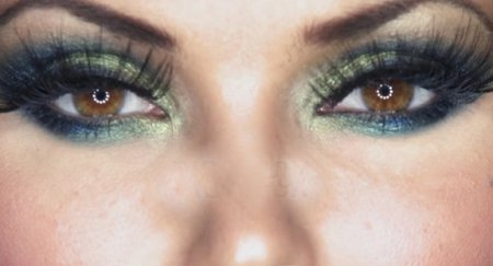 دانلود فوتیج آماده پلک زدن چشم خانم زیبا به همراه آرایش