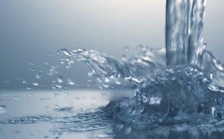 دانلود فوتیج ریختن قطرات آب به صورت آهسته